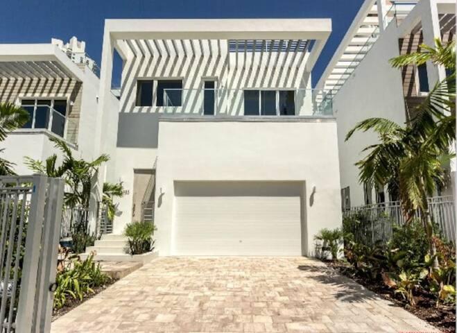 Villa Daniella - Ultra Modern Luxury Villa - Sunny Isles Beach - Villa