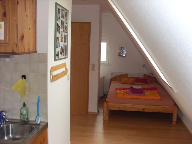 separates Mansarden-Zimmer mit WC