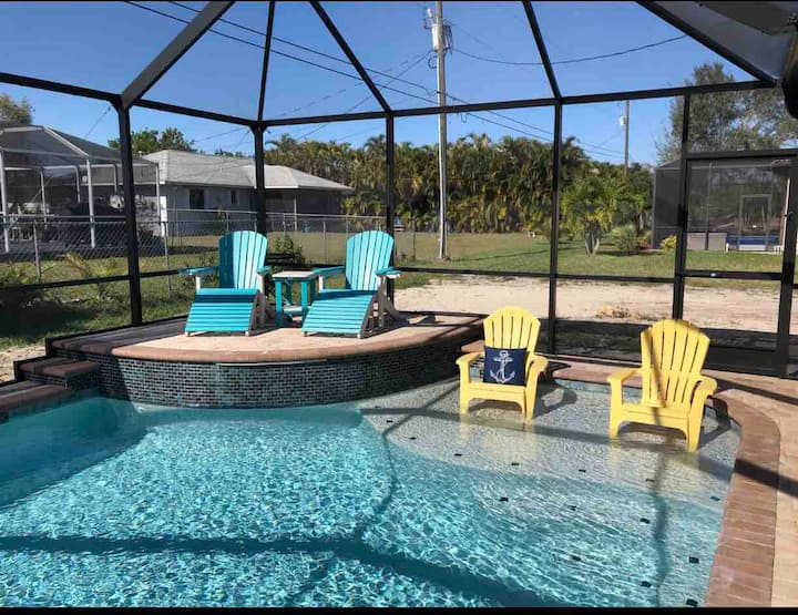 """AllsWell"" Surfside Beachy Twins Room! NEW POOL!"