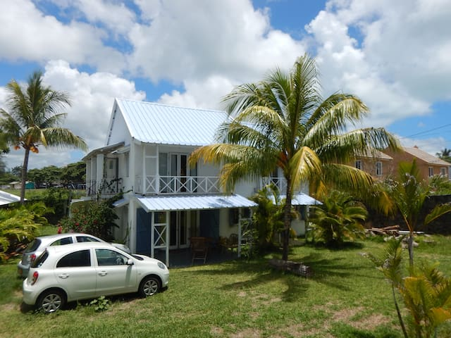 Chez Jaz & Val - 100m from the beach! - Blue Bay - Hus