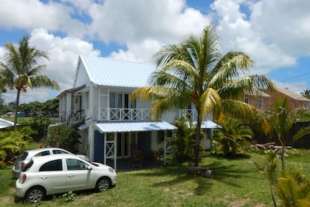 Chez Jaz & Val - 100m from the beach! - Blue Bay - Talo