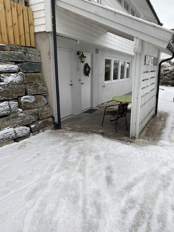 Rolig og barnevenleg område nær skitrekk