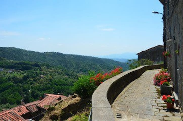 Tuscany hill town luxury with views - Vellano - Wohnung