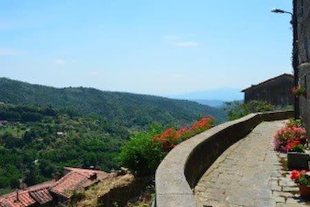 Tuscany hill town luxury with views - Vellano - Huoneisto