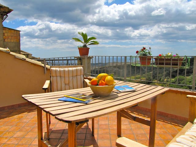 Casa Vacanza B&B Santa Barbara in Medievai Village - Badolato - Leilighet
