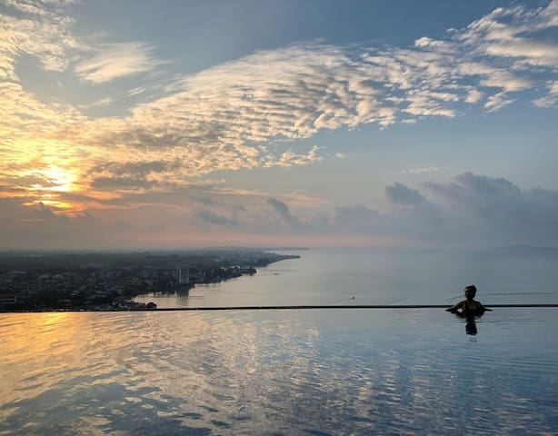 Welcome to Minimalist homestay. Enjoy your holiday here ❤️Relax and unwind. Come to catch morning sunrise very beautiful and amazing view from our infinity pool. Free entry!!!