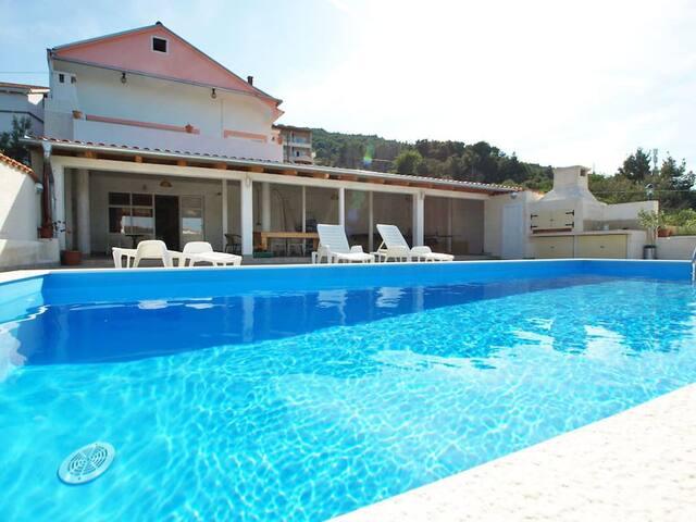 apartment ugljan4+1#pool#free parking#jacuzzi