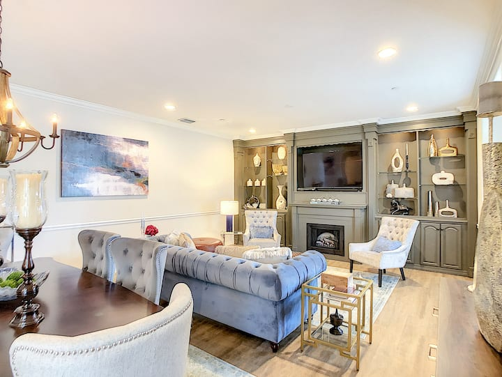 Centrally located modern 3 bd/ 2.5 bath townhome
