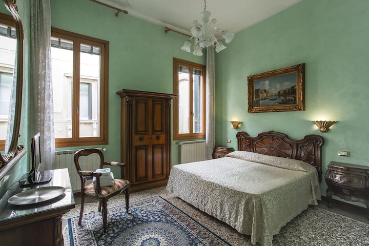 Enchanted Star Room center Venice