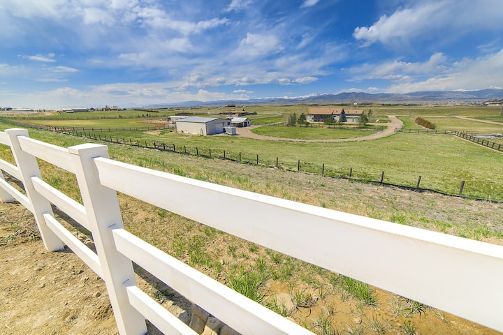 *** STUNNING VIEW, SEPARATE ENTRANCE!***