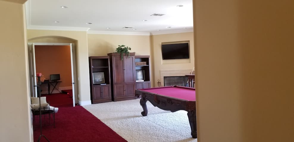 Game room.. professional/regulation size pool table.