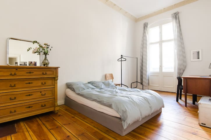 Classy Room w/Balcony in the Heart of Neukölln