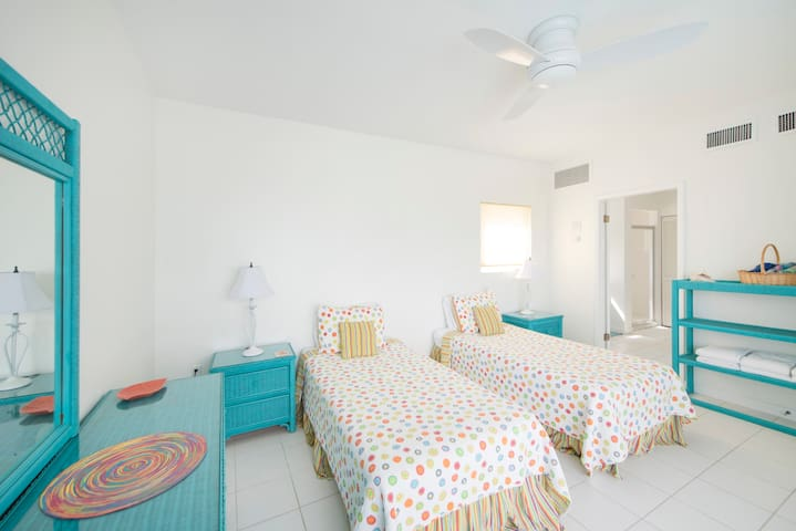 Bright downstairs bedroom with spacious en suite. Twin beds can be joined into a king.