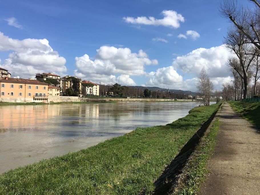"""Lo splendido Lungarno, a pochi passi da """"casa"""".The wonderful riverside called Lungarno, a few steps from """"home""""."""