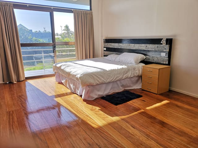 En-suite Waterfront room with swimming pool