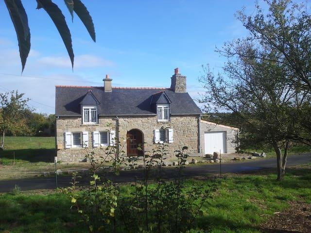Maison bretonne - Jugon-les-Lacs - Huis