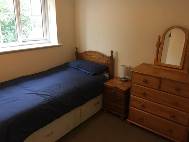 spacious single room - Haywards Heath - Casa