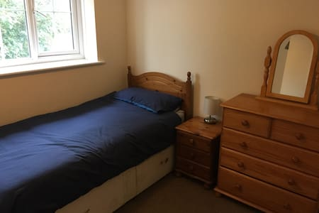 spacious single room - Haywards Heath - Rumah