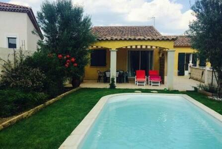 Villa avec piscine dans le sud - Sommières