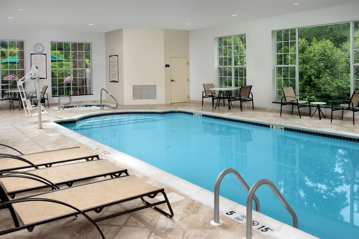Free Breakfast. Pool & Hot Tub. Great for Business Travelers!