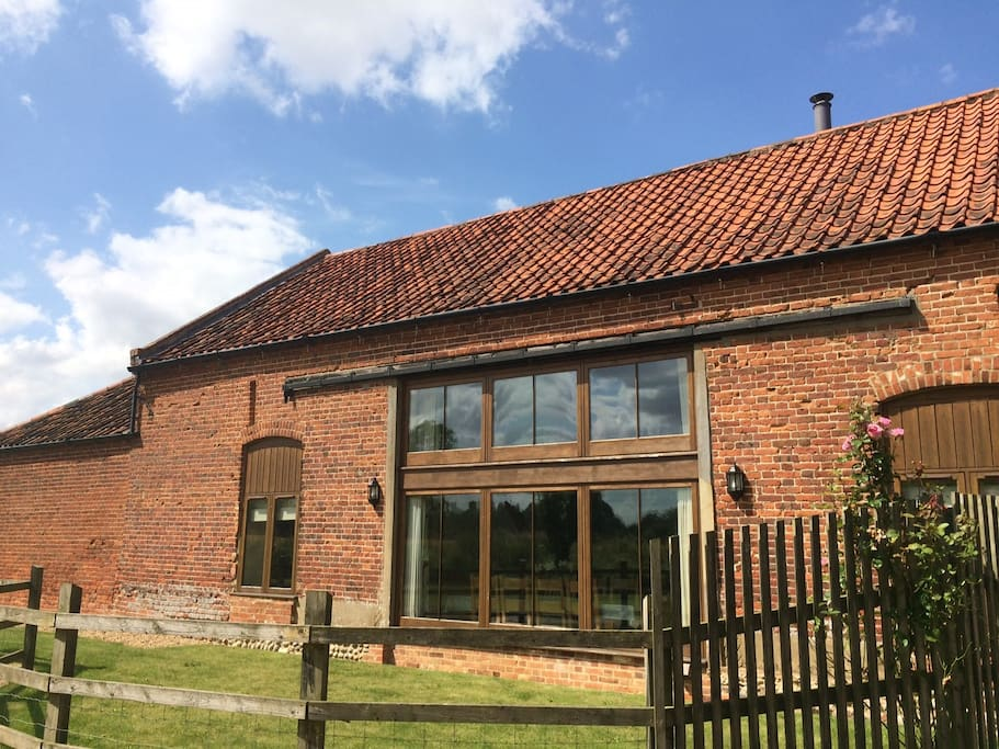 Gorgeous converted holiday barn, Kings Beck Barn, North Norfolk