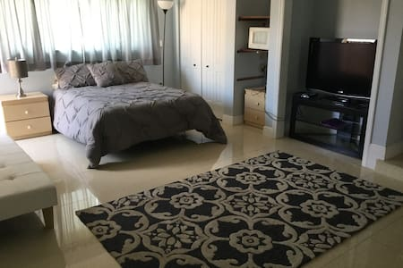 Great for Students & Professionals! - Cutler Bay - House