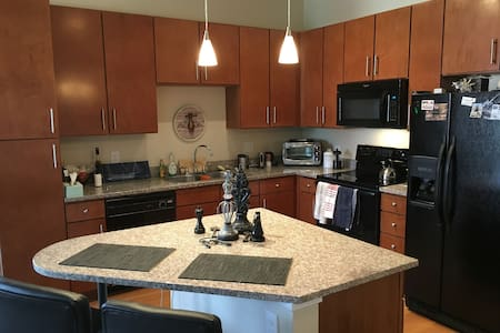 Clean and quiet pvt bed/bath in Broomfield - Broomfield