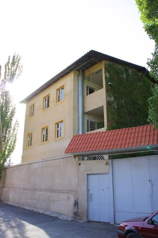 Beautiful villa for rent in Yerevan - Erivan - Ev