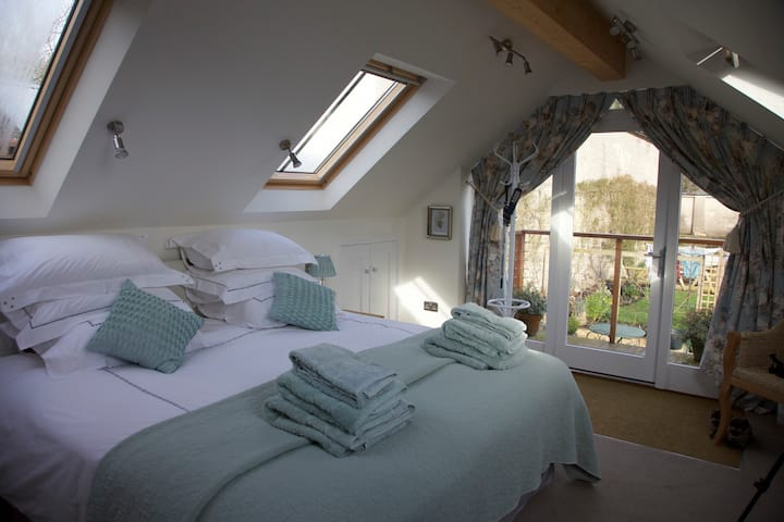 Little Laburnum - luxurious 4* B&B in Somerset