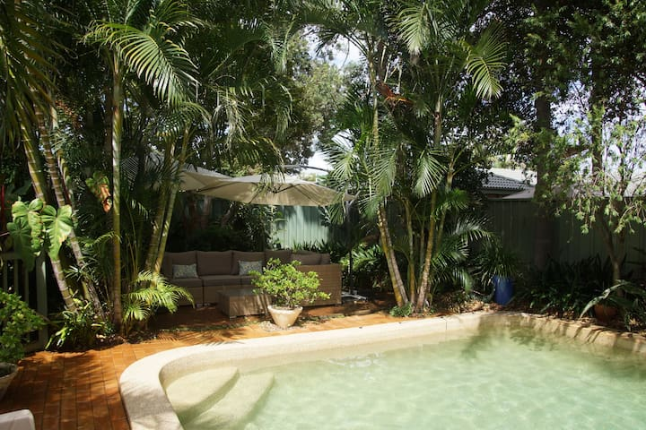 Relaxing pool and garden home