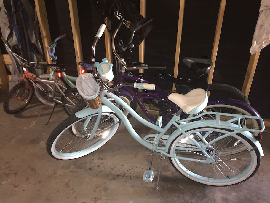Four adult and two kids bikes for touring Galveston