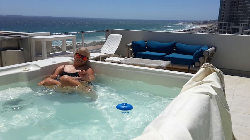 Beachfront Penthouse 3BD,Jacuzzi - Cape Town - Apartment