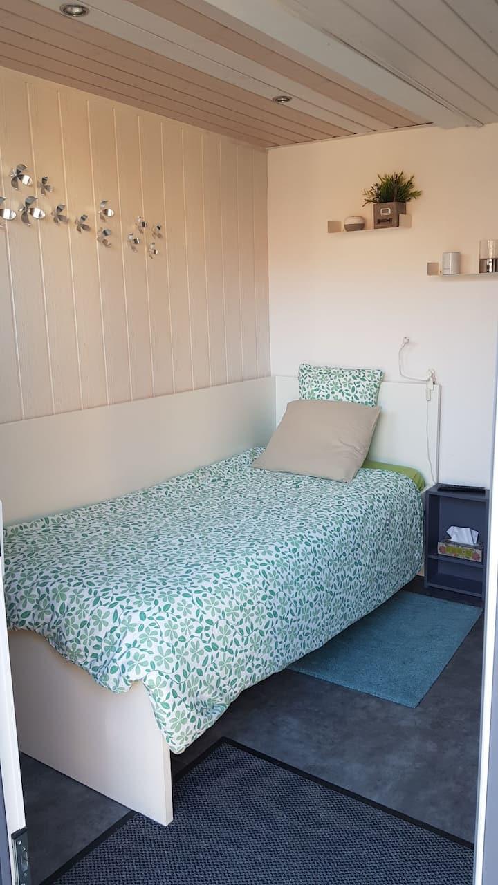 Petite chambre indépendante avec entree privative