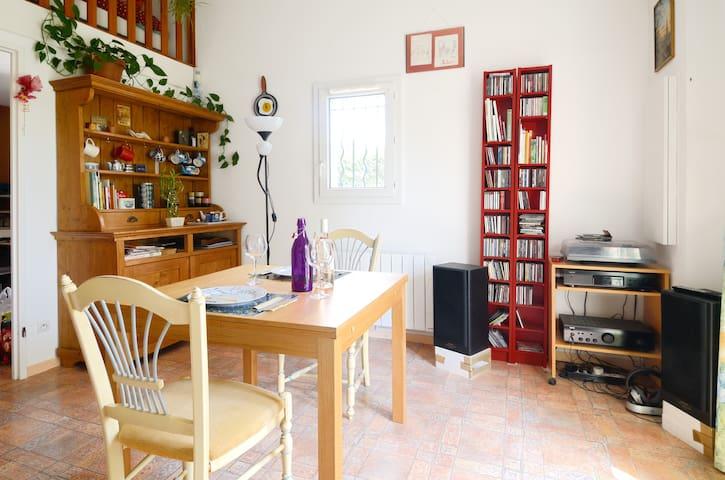 Petite maison au sud des Alpilles - Eyguières - Casa
