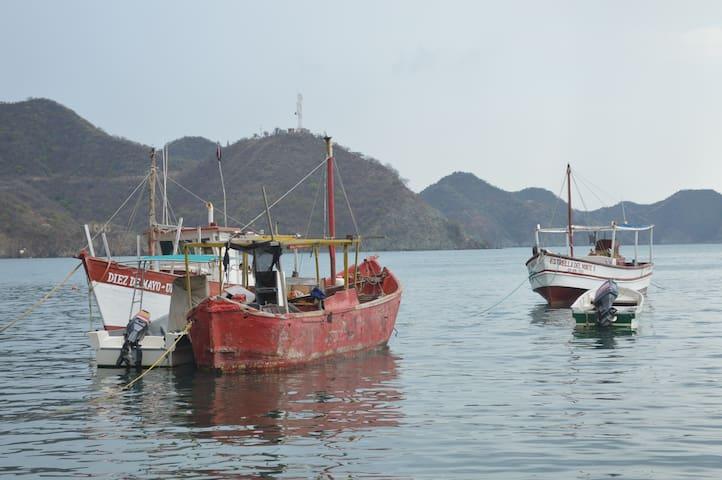Botes de pescadores anclados en la Bahía de Taganga