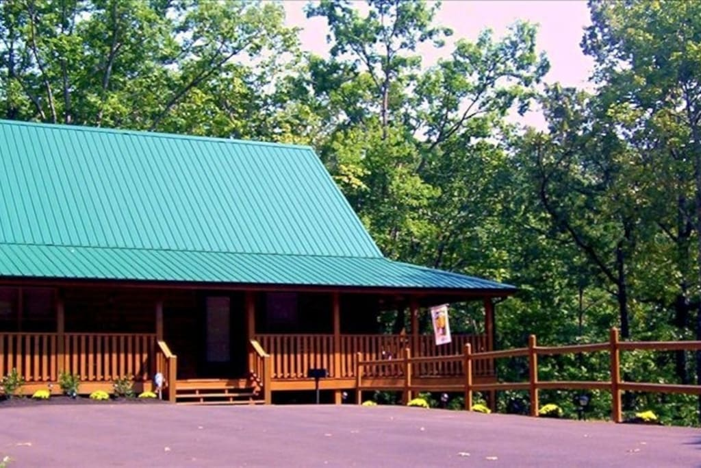 The new frontier log cabin winter special rates now for Tennessee winter cabins