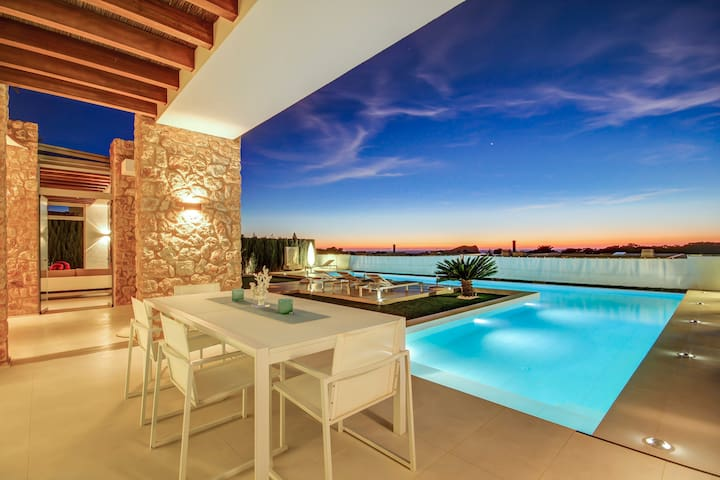 Bungalow-villa with oceanview and beaches