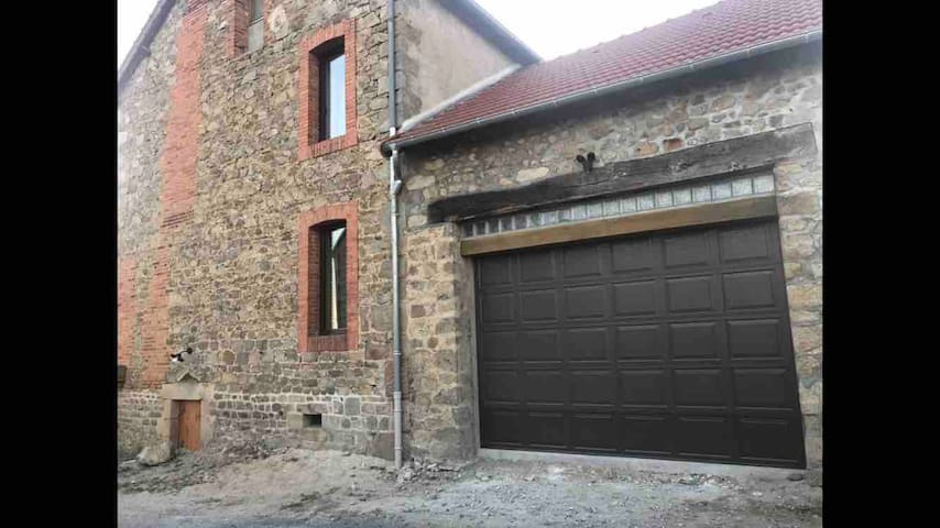 Garage avec porte automatique