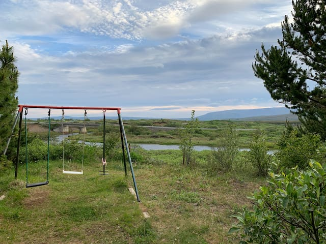 Cabin with a river view only 10 minutes for Geysir