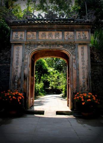 Hue Traditional Garden House - Sum Garden