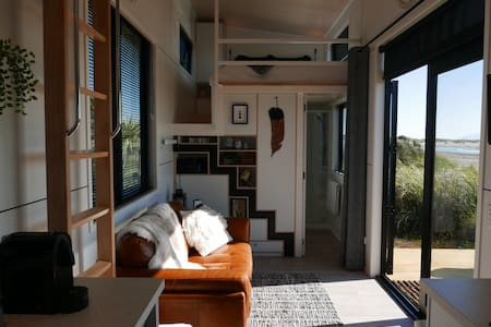 Kapiti Coast Tiny House | Beachfront & Sea Views