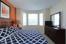 2 Bed Condo, Great Amenities, 5 min. to Disney!