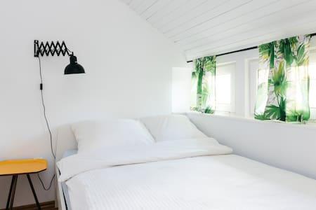 Hostel Lulu pokój z łazienką dwuosobowy - Warszawa - Хостел