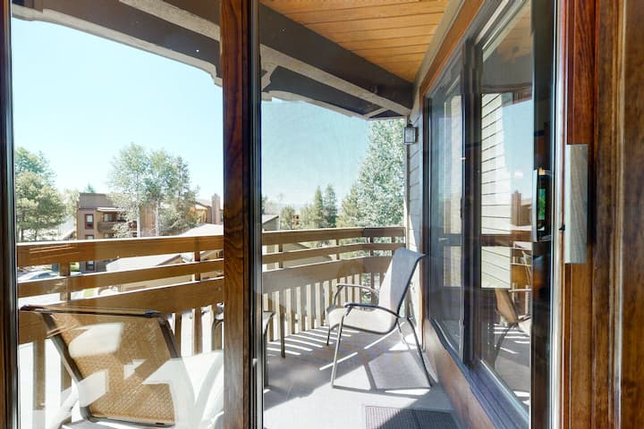 Charming Steamboat Springs Condo w/Shared Pool & Hot Tub/Free WiFi/Washer/Dryer!