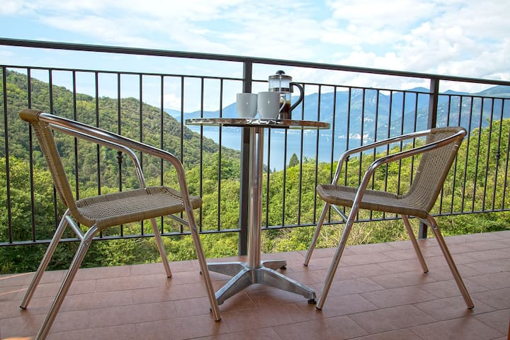 Stunning Italian Lakes villa with lake views. BBQ. WIFI. Wii games console.