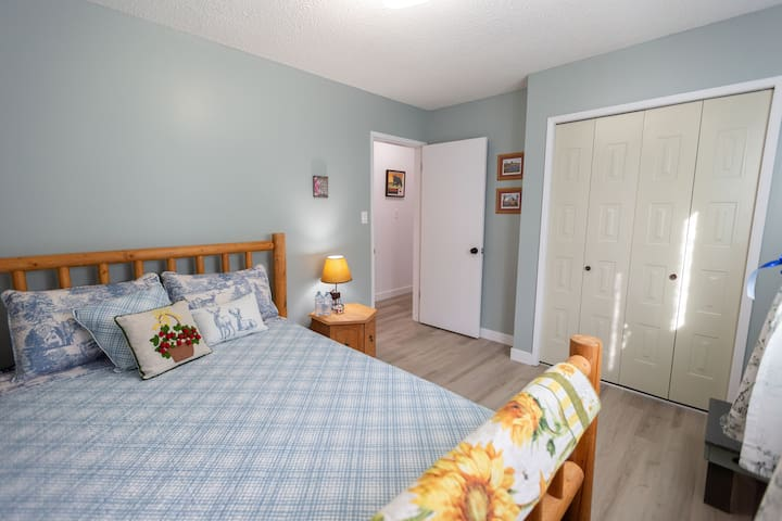 King / Queen - Close to Downtown and River Valley