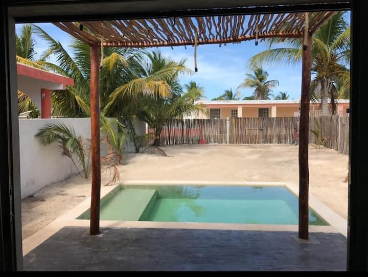casa a una cuadra de la playa de Chelem Yucatán.