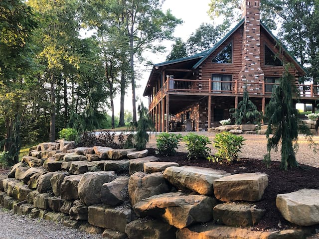 Secluded Log Cabin 15 Minutes From Canton