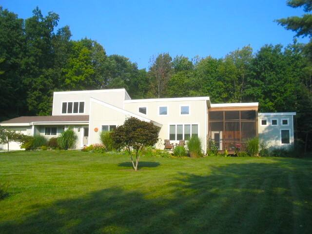 Light-filled elegance on 4 acres in Stockbridge. - West Stockbridge - Casa