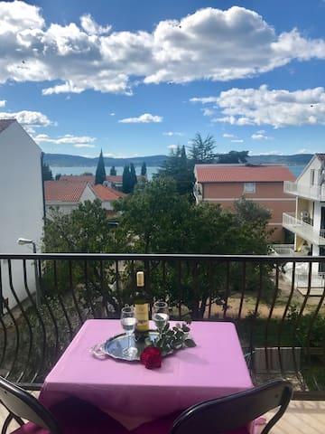 Sea-views from 2 balconies - Villa La More